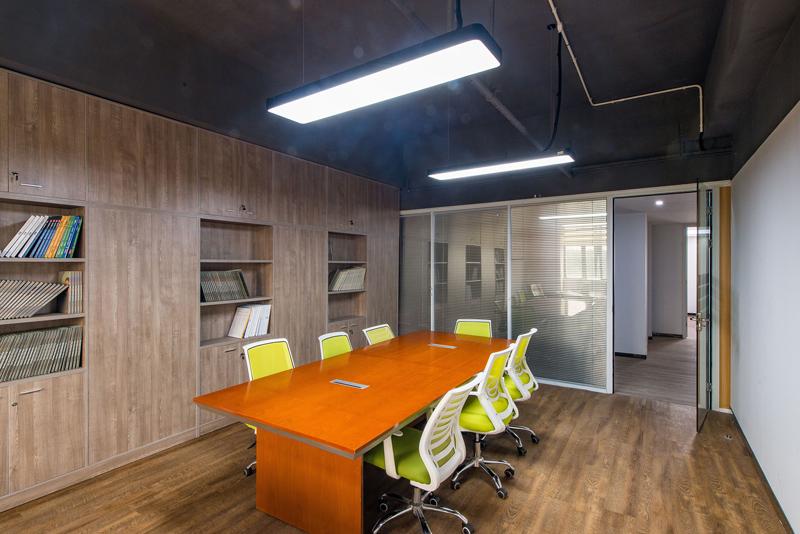 办公室装饰木地板的设计